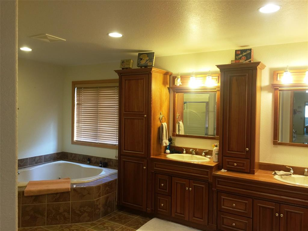 Master Bath with jetted jaccuzi